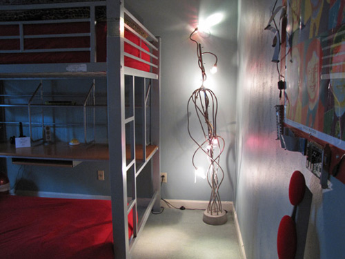 Lamp Bed and Picture in Antion Geek Room